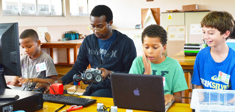 2015_students_programming_robots_2.jpg